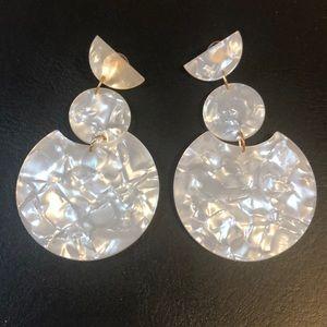 Clear tortoise shell light weight dangle earrings
